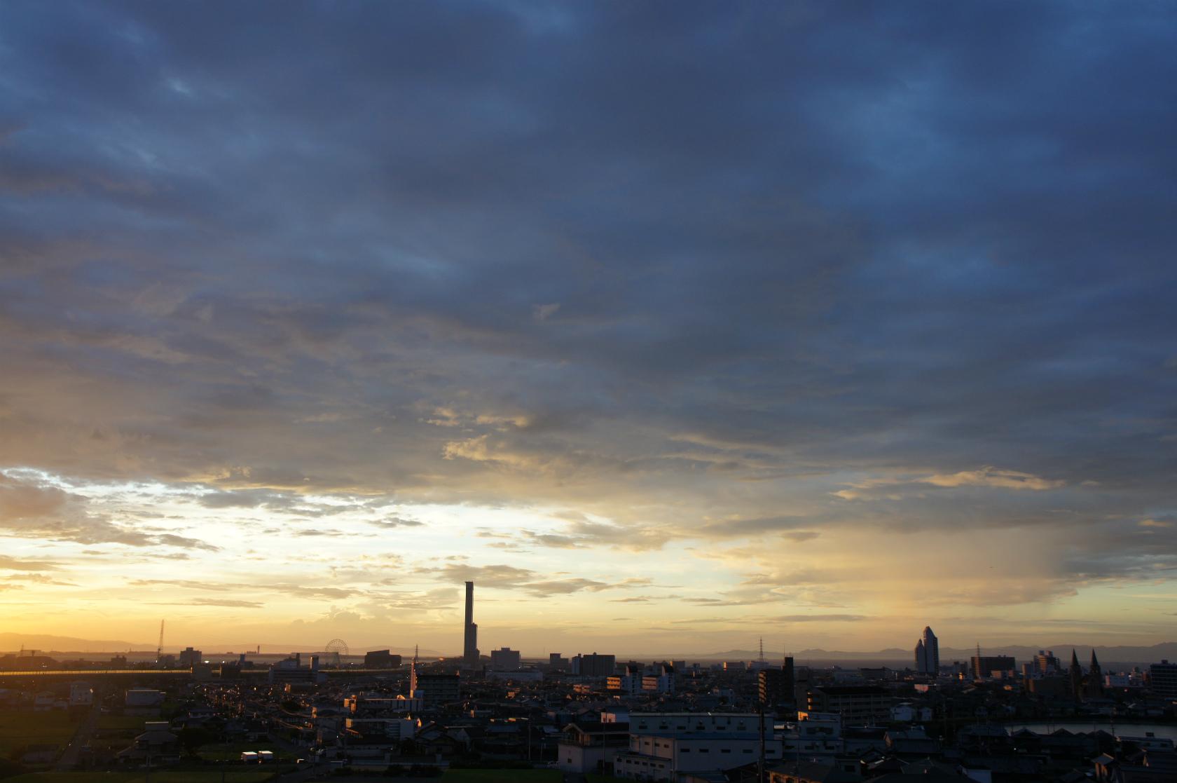 夕方ゆうがたの空そら | 日本語...
